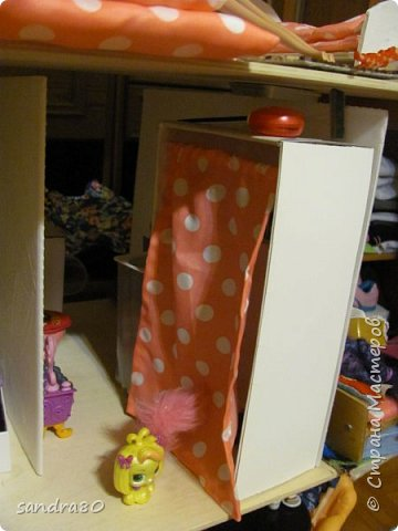 Вот такой домик из фанеры сделал для моих дочек дедушка. фото 4