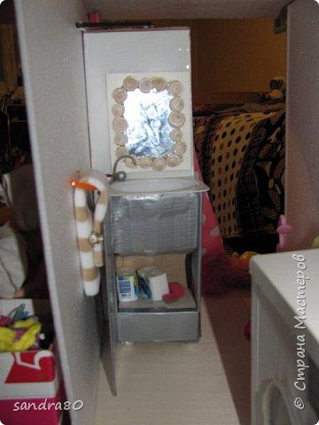 Вот такой домик из фанеры сделал для моих дочек дедушка. фото 7