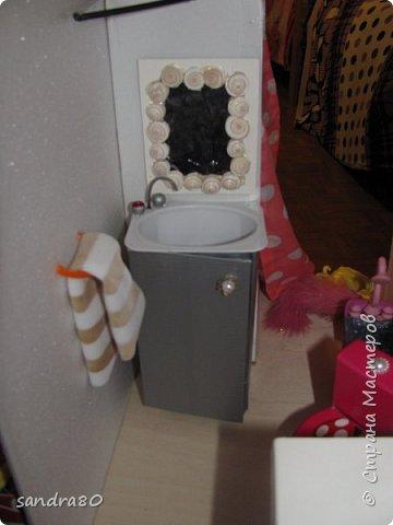 Вот такой домик из фанеры сделал для моих дочек дедушка. фото 6