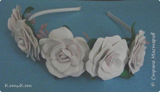 Маленькие розочки из фоамирана в украшениях фото 1