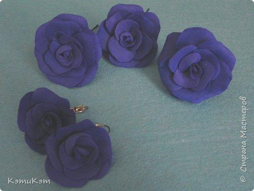 Маленькие розочки из фоамирана в украшениях фото 3