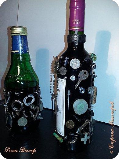 Здравствуйте, Мастера и Мастерицы!  Хочется поделиться с Вами новыми бутылочками. Создавались одновременно. Одна - для себя, как графин (справа), другая в подарок другу на день рождения. Вдохновением послужили работы Елены (Пустячок) http://stranamasterov.ru/node/696740?c=favorite и многих других авторов. Спасибо Вам всем!  Вот что получилось. Хочется узнать мнение Мастеров о работе. Готова к любой критике. фото 2