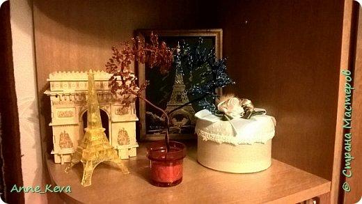 Насмотрелась  я на многочисленные уроки сердечных деревьев, особенно заворожил меня мастер-класс Олисандры (http://stranamasterov.ru/node/150505) и решилась на свой первый сердечный эксперимент. Бисер взяла двух оттенков красного и двух - синего (правда в синем больше заметно было переход, чем в красном, тут вышла промашка). Для подставки разобрала старый подсвечник. И вот такая красота получилась в итоге. фото 2