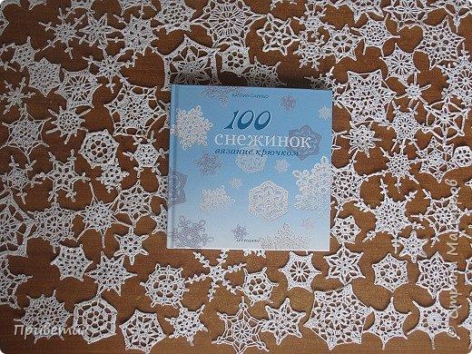 """УРА! я сделала это! Сто снежинок к Новому Году готовы:) Заказала в """"Лабиринте""""  книгу Катлин Саиньо """" 100 снежинок"""". 2 октября мне ее привезли и я сразу связала 5 штук:) фото 1"""