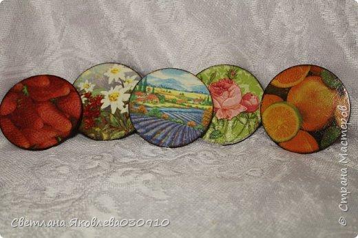 Всем Здравтвуйте! Меня пригласили на ярмарку)) Ура))) Завтра пойду))) А это мои плоды сделанные за 2 недели)))  Подвески на елку: деревянная заготовка, распечатка, акриловые краски, лак, имитация снега (манка, акриловая краска) и глитеры.   фото 8