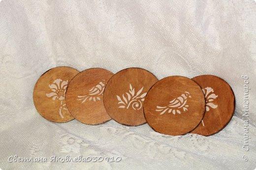 Всем Здравтвуйте! Меня пригласили на ярмарку)) Ура))) Завтра пойду))) А это мои плоды сделанные за 2 недели)))  Подвески на елку: деревянная заготовка, распечатка, акриловые краски, лак, имитация снега (манка, акриловая краска) и глитеры.   фото 9