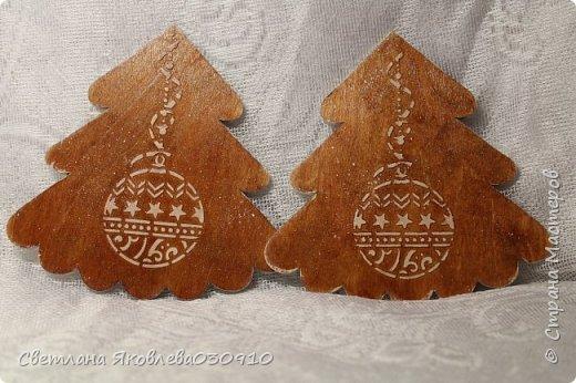 Всем Здравтвуйте! Меня пригласили на ярмарку)) Ура))) Завтра пойду))) А это мои плоды сделанные за 2 недели)))  Подвески на елку: деревянная заготовка, распечатка, акриловые краски, лак, имитация снега (манка, акриловая краска) и глитеры.   фото 17