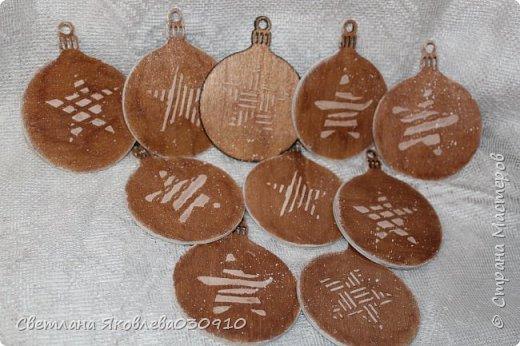 Всем Здравтвуйте! Меня пригласили на ярмарку)) Ура))) Завтра пойду))) А это мои плоды сделанные за 2 недели)))  Подвески на елку: деревянная заготовка, распечатка, акриловые краски, лак, имитация снега (манка, акриловая краска) и глитеры.   фото 27