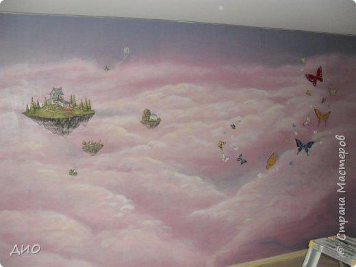Роспись стены в детской комнате. Стена 4.5Х2.3 метра. Снято на мобильный, так что прошу прощения за качество фото. фото 1
