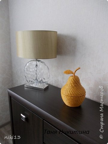 Здравствуйте, дорогие мои! В пару к яблочку (адрес: http://stranamasterov.ru/node/1011836) сплелась вот такая груша. Спасибо Леночке Талайковой за МК (адрес: https://vk.com/album-83422293_233631044) . Ширина полосы 7 см, спица 1,5 мм, водная морилка Лиственница. фото 8