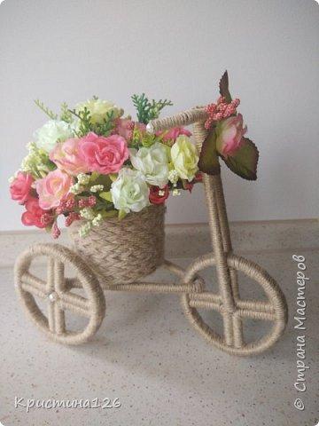 Мои велосипедушки в подарок на 8 марта по МК http://stranamasterov.ru/node/505344. Идею сделать колеса из бобины от скотча подсмотрела здесь http://stranamasterov.ru/node/674530 фото 1