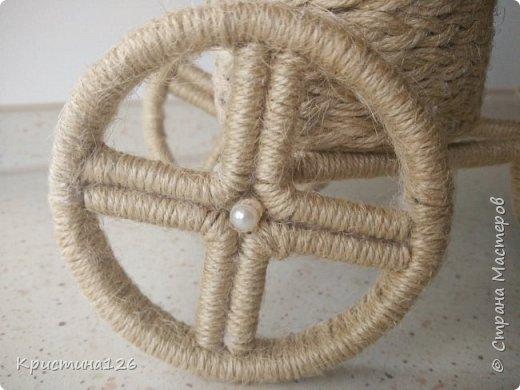 Мои велосипедушки в подарок на 8 марта по МК http://stranamasterov.ru/node/505344. Идею сделать колеса из бобины от скотча подсмотрела здесь http://stranamasterov.ru/node/674530 фото 3