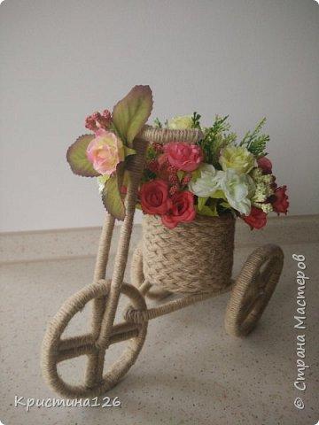 Мои велосипедушки в подарок на 8 марта по МК http://stranamasterov.ru/node/505344. Идею сделать колеса из бобины от скотча подсмотрела здесь http://stranamasterov.ru/node/674530 фото 2
