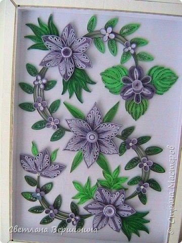 Очень понравился мастер-класс по изготовлению фигурных цветов (на расческе). Спасибо за Ваши творческие изыскания. Листики в картине - остатки. Серединки маленьких цветков - пластмассовые блестящие стразы. фото 1