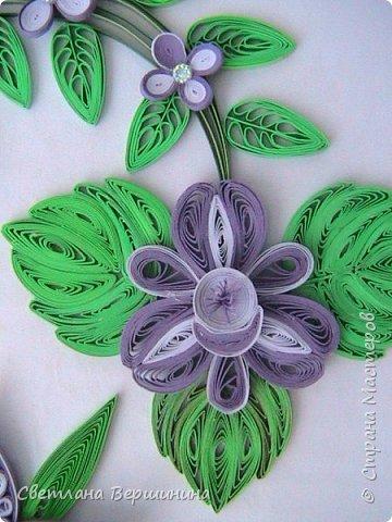 Очень понравился мастер-класс по изготовлению фигурных цветов (на расческе). Спасибо за Ваши творческие изыскания. Листики в картине - остатки. Серединки маленьких цветков - пластмассовые блестящие стразы. фото 6
