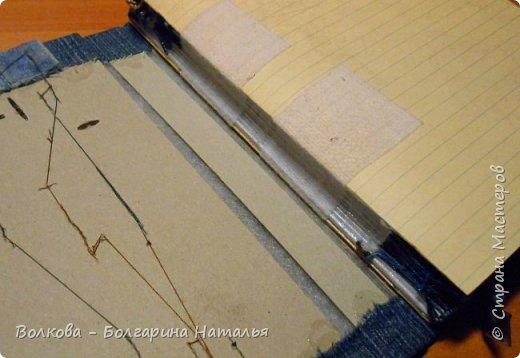 """Всем привет! Долго крутила-вертела в голове идею раскладки для обложки, и таки навертела:) Как же я люблю бумагу Елены Виноградовой, да и не только бумагу. Блокнот изначально задумывался мужской тематики, поэтому использовала коллекцию """"Экстрим"""". Настолько качественная бумага и по дизайну, и по фактуре """"яичная скорлупа"""" - такая шершавенькая, одно удовольствие работать с таким материалом! Блок сшивала из 2-х тетрадей А4 в клетку, на каждой страничке отштамповки клякс (штамп """"Кляксы"""" магазина """"Арт-Кладовая""""). фото 26"""