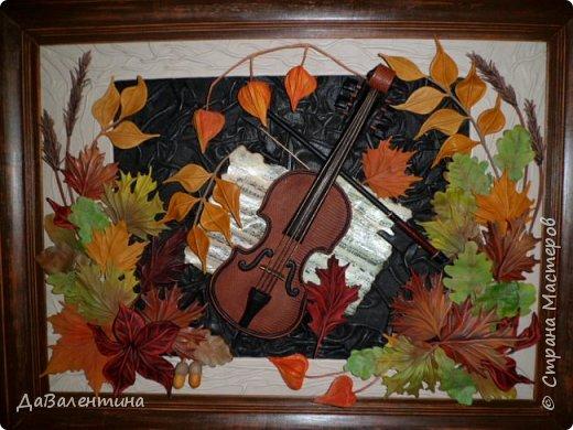 """Приветствую всех, кто зашел на мою страничку. Давненько я ничего не выставляла. Картин накопилось много, не знала даже что вперед выставить. Но так как сейчас осень в самом разгаре, выставляю осеннюю картину. Назвала я её - """"Забытая мелодия"""", так как скрипка с нотами как бы засыпана листьями, в общем, позабыли инструмент и пока музыка не льётся.  Картина размером 70см х 50см без рамы. Сегодня будет Мини МК, т.к. практически описание изготовления всех деталей есть в МК """"Осенний Париж"""" http://stranamasterov.ru/node/959860 Рама в этой картине тоже декорирована мною специально. Рама деревянная б/у, досталась по случаю, выкрашена была коричневой краской. Думала пошкурить её и перекрасить, но когда сняла слой краски, рама оказалась такой прикольной потёртости, что я решила не перекрашивать, а просто покрыла её лаком в несколько слоёв. А сейчас повертим картину с разных сторон.  фото 41"""