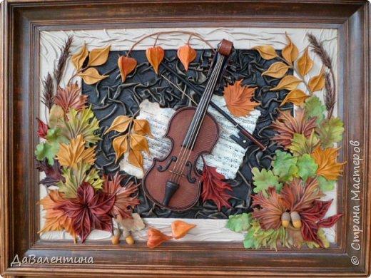 """Приветствую всех, кто зашел на мою страничку. Давненько я ничего не выставляла. Картин накопилось много, не знала даже что вперед выставить. Но так как сейчас осень в самом разгаре, выставляю осеннюю картину. Назвала я её - """"Забытая мелодия"""", так как скрипка с нотами как бы засыпана листьями, в общем, позабыли инструмент и пока музыка не льётся.  Картина размером 70см х 50см без рамы. Сегодня будет Мини МК, т.к. практически описание изготовления всех деталей есть в МК """"Осенний Париж"""" http://stranamasterov.ru/node/959860 Рама в этой картине тоже декорирована мною специально. Рама деревянная б/у, досталась по случаю, выкрашена была коричневой краской. Думала пошкурить её и перекрасить, но когда сняла слой краски, рама оказалась такой прикольной потёртости, что я решила не перекрашивать, а просто покрыла её лаком в несколько слоёв. А сейчас повертим картину с разных сторон.  фото 2"""