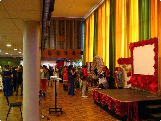 Всем большой привет! Сегодня состоялся в Москве фестиваль свит-дизайна и я спешу показать вам то, что мне удалось сфоткать (основные групповые самые интересные фотки у ВикиА) Это основной зал в котором и проходило всё это мероприятие.... ожиданий конечно это заведение не оправдало.... слишком громкое название, а организация на нуле... фото 3