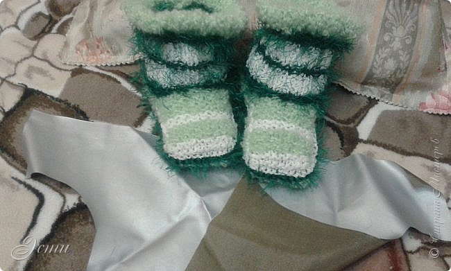 Тапочки не очень любим... Постоянно в движении... ходить не любим, любим бегать... -  и вечно тапочки слетают!)) Теперь ножкам будет легко и тепло! фото 3
