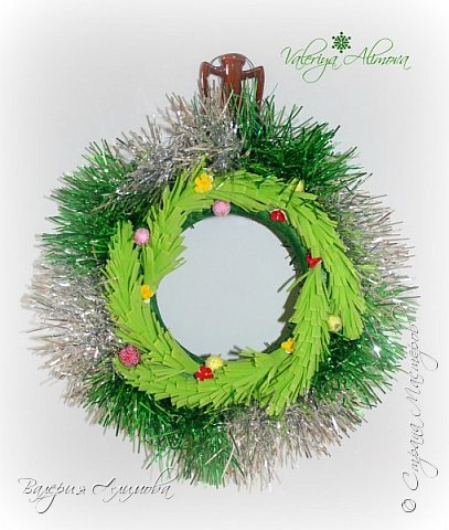 Я продолжаю практиковаться в изделиях из фоамирана. Сегодня хочу показать подарок на День Рождение для свекрови и Рождественские веночки. фото 4