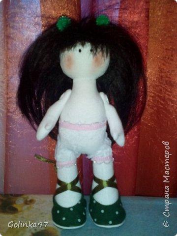 Здравствуйте дорогие Мастера СМ!!! Родилась у меня новенькая крошка. Каролина. Росточком 30 см. Заказала ее коллега для дочери, думаю, что ребенок конечно даст ей другое имя... Захотелось изобразить куклу в зеленом (мой любимый цвет). фото 3