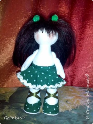 Здравствуйте дорогие Мастера СМ!!! Родилась у меня новенькая крошка. Каролина. Росточком 30 см. Заказала ее коллега для дочери, думаю, что ребенок конечно даст ей другое имя... Захотелось изобразить куклу в зеленом (мой любимый цвет). фото 4