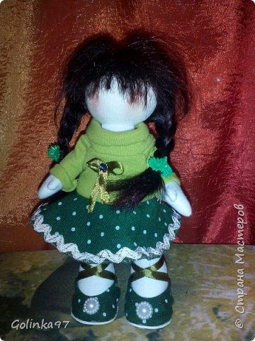 Здравствуйте дорогие Мастера СМ!!! Родилась у меня новенькая крошка. Каролина. Росточком 30 см. Заказала ее коллега для дочери, думаю, что ребенок конечно даст ей другое имя... Захотелось изобразить куклу в зеленом (мой любимый цвет). фото 5