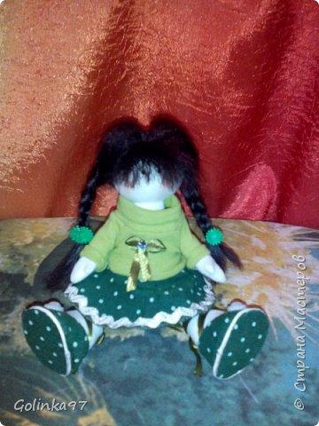 Здравствуйте дорогие Мастера СМ!!! Родилась у меня новенькая крошка. Каролина. Росточком 30 см. Заказала ее коллега для дочери, думаю, что ребенок конечно даст ей другое имя... Захотелось изобразить куклу в зеленом (мой любимый цвет). фото 7