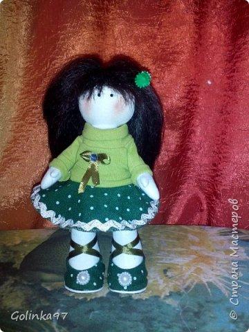 Здравствуйте дорогие Мастера СМ!!! Родилась у меня новенькая крошка. Каролина. Росточком 30 см. Заказала ее коллега для дочери, думаю, что ребенок конечно даст ей другое имя... Захотелось изобразить куклу в зеленом (мой любимый цвет). фото 8