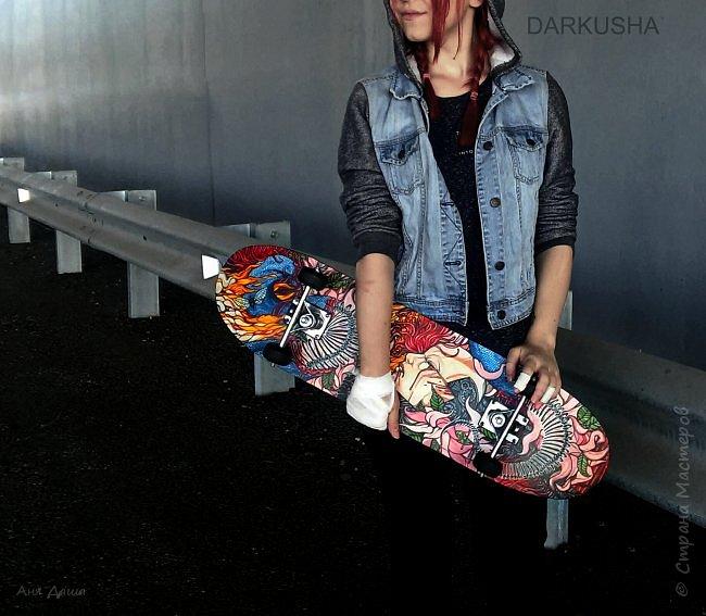 Привет, с вами Даша. Хочу поделиться своим первым опытом росписи скейта. Он уже мелькал на сайтах, загружу и сюда. Теперь подробнее о работе. фото 14