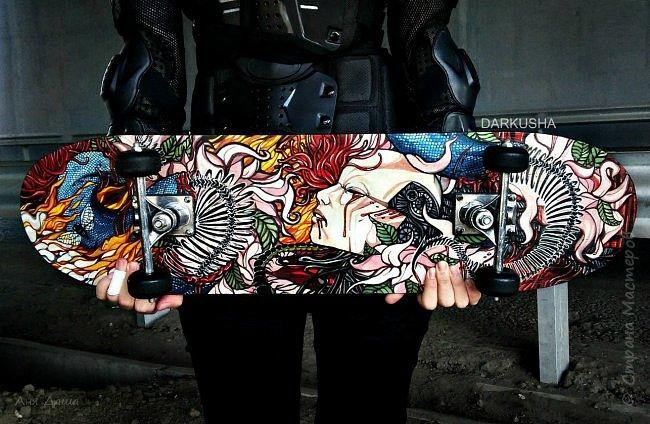 Привет, с вами Даша. Хочу поделиться своим первым опытом росписи скейта. Он уже мелькал на сайтах, загружу и сюда. Теперь подробнее о работе. фото 12