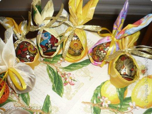 Всех с праздником! Христос воскресе! В этом году украшали яички вязаными мешочками, декупажем и органзой фото 5