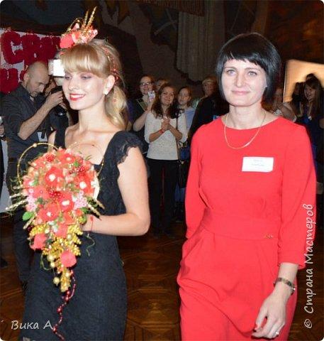 Здравствуйте! Сегодня, 5 ноября, в Москве состоялся первый фестиваль свит-дизайна. Событие очень для меня замечательное, так как я впервые присутствовала на встрече мастериц страны мастеров. И я в восторге от всех этих прекрасных леди! На фотографии: внизу слева на право: Светлана domowenok, Наталья natalia_no1, Светлана ПроБелка. Сверху влева на право: Юля Жуковская, Светлана МОТЮЛЬ, Наталья Natysa-2012.  фото 11