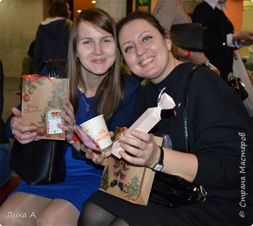 Здравствуйте! Сегодня, 5 ноября, в Москве состоялся первый фестиваль свит-дизайна. Событие очень для меня замечательное, так как я впервые присутствовала на встрече мастериц страны мастеров. И я в восторге от всех этих прекрасных леди! На фотографии: внизу слева на право: Светлана domowenok, Наталья natalia_no1, Светлана ПроБелка. Сверху влева на право: Юля Жуковская, Светлана МОТЮЛЬ, Наталья Natysa-2012.  фото 9