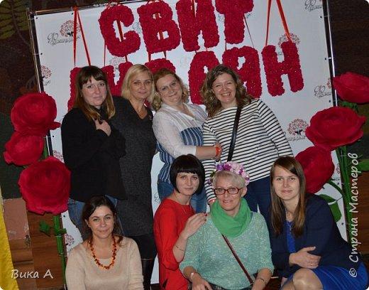 Здравствуйте! Сегодня, 5 ноября, в Москве состоялся первый фестиваль свит-дизайна. Событие очень для меня замечательное, так как я впервые присутствовала на встрече мастериц страны мастеров. И я в восторге от всех этих прекрасных леди! На фотографии: внизу слева на право: Светлана domowenok, Наталья natalia_no1, Светлана ПроБелка. Сверху влева на право: Юля Жуковская, Светлана МОТЮЛЬ, Наталья Natysa-2012.  фото 3