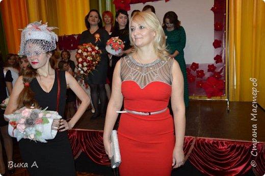 Здравствуйте! Приглашаю вас взглянуть на этих замечательных женщин. Они так скромно стоят на маленькой сцене, они - настоящие волшебницы с золотыми ручками! Благодаря им, их труду, их умению видеть и создавать красоту состоялся первый Фестиваль Свит-Дизайна!  фото 11