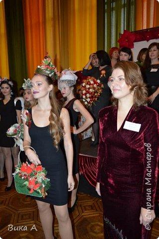 Здравствуйте! Приглашаю вас взглянуть на этих замечательных женщин. Они так скромно стоят на маленькой сцене, они - настоящие волшебницы с золотыми ручками! Благодаря им, их труду, их умению видеть и создавать красоту состоялся первый Фестиваль Свит-Дизайна!  фото 12