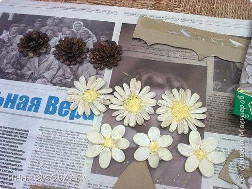На создание нас вдохновила работа Олечки Симоновой. Конечно, мы использовали другие материалы, те, что были под рукой. -макароны -семечки тыквы -семена подсолнуха -маш -семечки дыни -семечки арбуза -семечки перца -лля серединок цветов кукурузная крупа и перловка фото 5