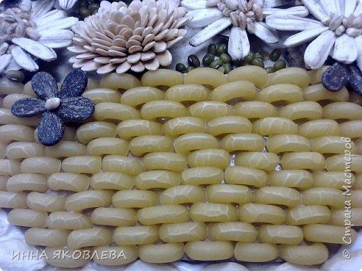 На создание нас вдохновила работа Олечки Симоновой. Конечно, мы использовали другие материалы, те, что были под рукой. -макароны -семечки тыквы -семена подсолнуха -маш -семечки дыни -семечки арбуза -семечки перца -лля серединок цветов кукурузная крупа и перловка фото 3