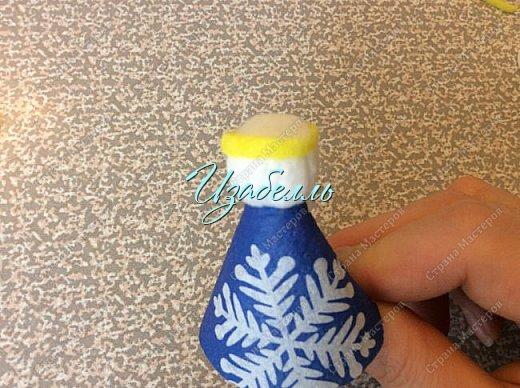 """Дорогие гости! На стене страны мастеров я увидела мк ангелов http://stranamasterov.ru/node/1052665#comment-14216906 из ватных дисков. Вдохновившись этой идеей (Спасибо, Ирине!) я решила поэкспериментировать.Для ангела необходимо: 1. Вискозные салфетки разных цветов (синие, желтые и т.д.); 2. Ватные диски; 3. клей карандаш и клей момент; 4. гель-блеск для декора крыльев и нимба; 5. ножницы и нитки """"Ирис""""; 6. Клей+ вода в равных пропорциях. фото 19"""