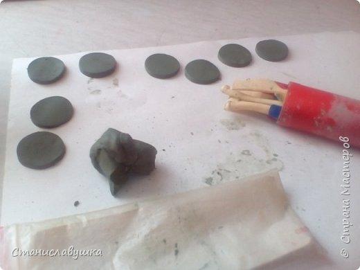 Здравствуйте! Представляю вашему вниманию волшебные монетки с изображением стилизованных петушков, которые исполняют желания. Почему монеты? Они небольшого размера, их можно носить с собой (а для чего - узнаете в конце;)).  фото 2