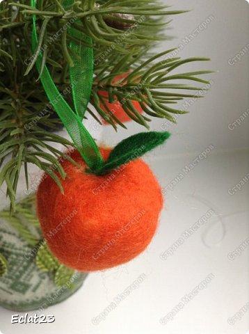 Идет подготовка к Новому году.  В прошлый раз я наваляла снегириков (предполагалось, что они будут украшением для ёлки). Теперь мандаринки: фото 2