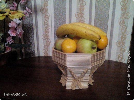 Ваза для фруктов  из палочек для мороженого.