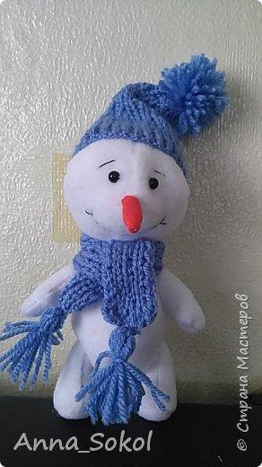 Захотелось моему старшему сыночку снеговика, ну,а мама рада стараться,почему бы и нет.Да и повод спицы в руки взять,уже года два не вязала))) Вот результат! фото 2