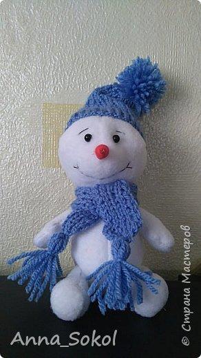Захотелось моему старшему сыночку снеговика, ну,а мама рада стараться,почему бы и нет.Да и повод спицы в руки взять,уже года два не вязала))) Вот результат! фото 1