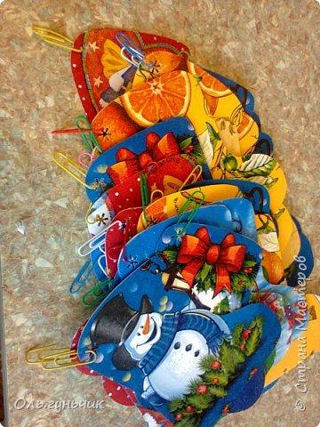 Всем привет!!! Скоро новый год и чтобы моим мальчишкам было интересно его ждать, сделала я вот такой адвент-календарь. И пока моя ребятня спит спешу показать вам что у меня получилось)))) За все идеи, картинки, распечатки спасибо огромное Марине Лужинской: https://stranamasterov.ru/node/980574 обязательно к ней загляните, это просто кладезь идей!!! еще раз спасибо Мариночка огромное!!!! фото 31