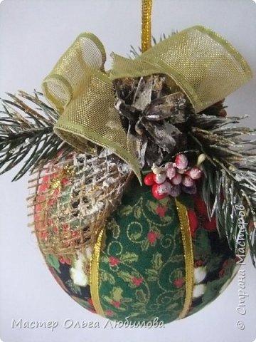 Рождественские венки и новогодний шар фото 4