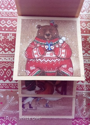 Здравствуйте!  Сегодня хочу поделиться с Вами очередной новогодней открыткой. Здесь использовала декоративную бумагу от АртУзора Снежные истории. МК можно посмотреть здесь https://www.youtube.com/watch?v=1m-V6Tf-SdA&index=10&list=PLw98jevtt7LtPgxEkpOhYuMZBXQkaNe4O.  Я лишь капельку изменила размеры в двух деталях и сделала открытку открывающейся. В остальном всё как в МК. фото 2