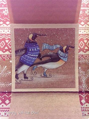 Здравствуйте!  Сегодня хочу поделиться с Вами очередной новогодней открыткой. Здесь использовала декоративную бумагу от АртУзора Снежные истории. МК можно посмотреть здесь https://www.youtube.com/watch?v=1m-V6Tf-SdA&index=10&list=PLw98jevtt7LtPgxEkpOhYuMZBXQkaNe4O.  Я лишь капельку изменила размеры в двух деталях и сделала открытку открывающейся. В остальном всё как в МК. фото 4